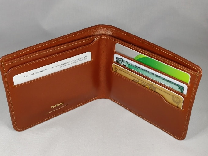 Bellroy HIDE & SEEK カードの収納具合