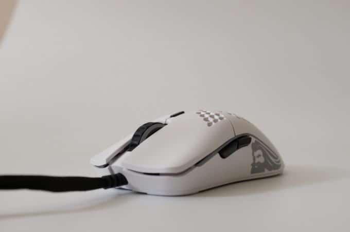 Model O Minus(Model O-)レビュー:Model Oとは別物。小さくてつまみ持ちに特化したマウス