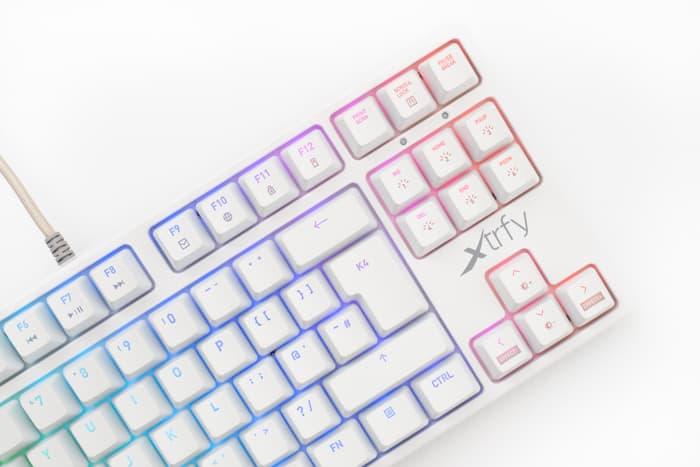 Xtrfy K4 TKL(ホワイト)レビュー:最初からLubeされてるキーボード。スコスコ感が爽快!