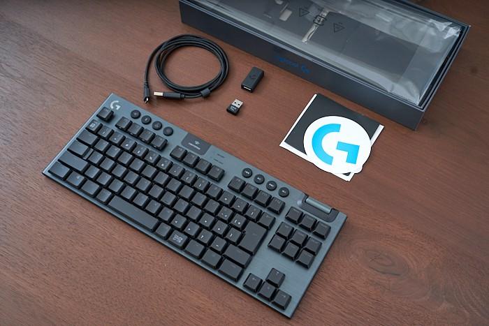 G913 TKL 付属品一覧