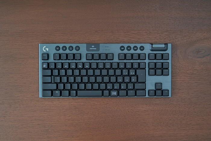 G913 TKL キーボードの全体